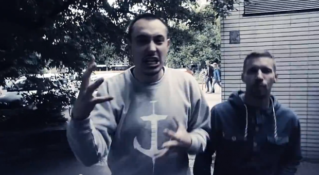 Flexis feat. Mo - 'Leierkastenmann' (Video)