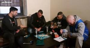 #waslos – Rooz und Toxik spielen Scrabble mit Kollegah & Farid Bang